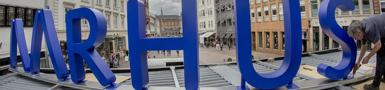 Billeder til Aarhus2017 opsætning af bogstaver på container i Århus